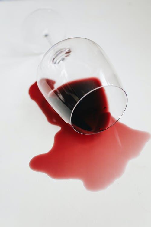 Lo stop alle enoteche affossa il vino Made in Italy